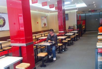 深圳宝安7号粉馆长沙米粉店设计装修案例图3